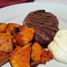 Grillad Oxfilé med Butternutpumpa och Beasås