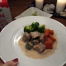 Köttgryta med morötter och broccoli