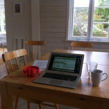 Jag befinner mig i en lånad sommarstuga i Mölle och har en härlig arbetsvecka framför mig med fokus på matkarlek.nu