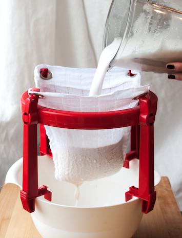Egen mandelmjölk filtrera