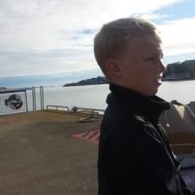 Här väntar vi på personfärjan över till Grötö