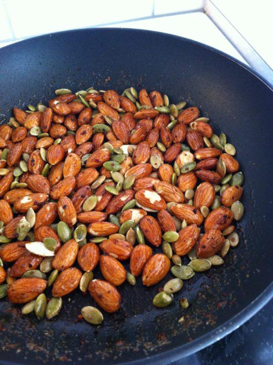 Snabbrostar mandlar och fröer till en inspirationsbild...